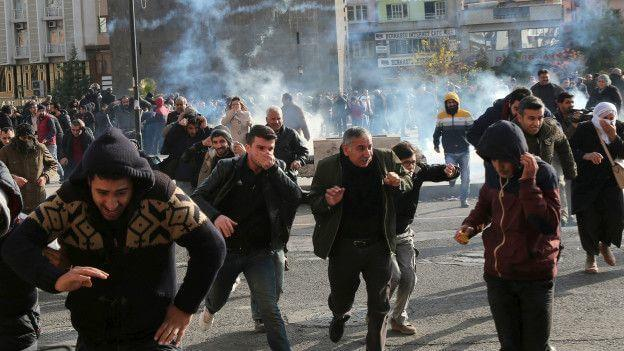 151214140745_sur_diyarbakir_protests_624x351_reuters_nocredit